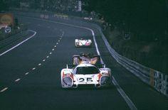1970 24 HR LE MANS Pole position for the monstruous Porsche of Elford-Ahrens, covering a km lap in km/h! End of first lap Porsche 911 Rsr, Porsche Motorsport, Sports Car Racing, Sport Cars, Road Racing, Motor Sport, Auto Racing, Grand Prix, Course Automobile