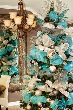 Cómo decorar un árbol con mallas navideñas | Solountip.com