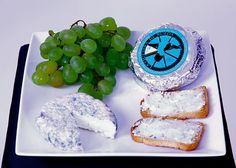 Queso azul Bleau de Roda QUESERÍAS RUEDA Quesito elaborado a partir de leche pasteurizada de oveja, con una maduración mínima de 30 días. Está elaborado con leche, fermentos lácticos y cuajo animal. Madurado con el moho penicillium Roqueforti causante del moho azul característico de los quesos de esta gama.