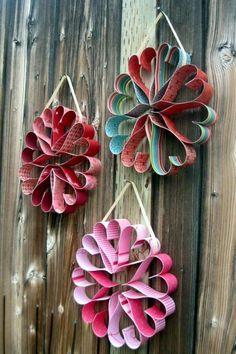 Heart Wreaths- cute craft idea for Valentine's Day Valentine Wreath, Valentine Day Crafts, Be My Valentine, Diy And Crafts, Crafts For Kids, Arts And Crafts, Paper Crafts, Holiday Fun, Holiday Crafts
