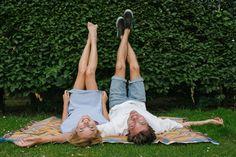 Stoere loveshoot in het park   ThePerfectWedding.nl Picnic Blanket, Outdoor Blanket, Happy Love, Chill, Park, Photography, Photograph, Fotografie, Parks