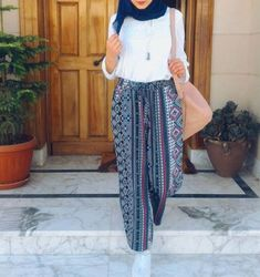 bohemian palazzo pants-New collection for elegant eve – Just Trendy Girls outfits hijab New hijab collection for elegant eve Modern Hijab Fashion, Muslim Fashion, Modest Fashion, Fashion Outfits, Women's Fashion, Egyptian Fashion, Hijab Collection, Modele Hijab, Casual Hijab Outfit