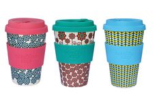 A cup with a conscience Take Away Cup, Glass Coffee Cups, Reusable Coffee Cup, Help The Environment, Cappuccino Cups, Iced Tea, Mugs, Tableware, Dinnerware