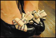Plaid bow shoe clips