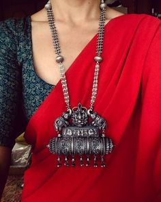 Style boho casual necklaces 43 New Ideas Sari, Saree Dress, Saree Blouse, Khadi Saree, Silk Sarees, Indian Fashion, Boho Fashion, Couture Fashion, Trendy Fashion