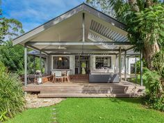 Stunning Sunday: Stylish home with old world charm for sale in Bangalow, NSW - Katrina Chambers House Deck, House With Porch, Outdoor Rooms, Outdoor Living, Indoor Outdoor, Pergola Plans, Pergola Ideas, Outdoor Ideas, Alfresco Ideas