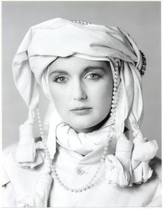Robert MAPPLETHORPE :: Francesca Thyssen, 1981 [daughter of the famous beautiful Fiona and art collector, the late Baron Thyssen-Bornemisza], wife of Archduke Karl of Austria. Patti Smith, Winterthur, Black And White Portraits, Black And White Photography, Just Kids, Winter Outfits, Art Fund, Still Life Images, Foundation