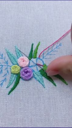 Hand Embroidery Patterns Flowers, Hand Embroidery Projects, Hand Embroidery Videos, Embroidery Stitches Tutorial, Embroidery Flowers Pattern, Creative Embroidery, Hand Embroidery Designs, Crochet Bedspread Pattern, Clothing Patterns