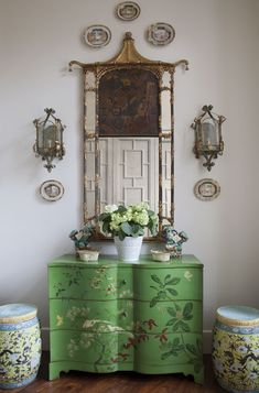 26 Eclectic Home Decor That Will Inspire You This Winter decor eclectic 26 Eclectic Home Decor That Will Inspire You This Winter - Home Decor Ideas Plywood Furniture, Painted Furniture, Antique Furniture, Decor Interior Design, Interior Decorating, Style Salon, Asian Home Decor, Chinoiserie Chic, Traditional Decor