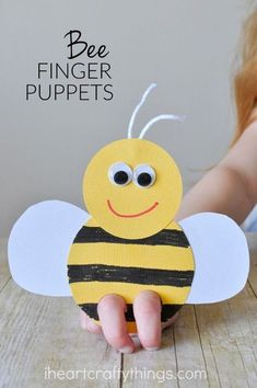 art therapy projects for kids These super cute bee finger puppets are perfect for a spring or summer kids craft or when learning about bees or insects. Try making it as a book extension with a favorite childrens book with a bee character. Bee Crafts For Kids, Toddler Crafts, Art For Kids, Arts And Crafts, Art Children, Kids Diy, August Kids Crafts, Craft Work For Kids, Children Crafts