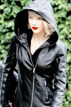 Beauty in black!