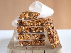 Trail mix bars are energy rich mixture of nuts, seeds and dried fruits such as raisins and cranberries. It makes delicious and healthy snacks for kids and fussy eaters. Baby Food Recipes, Snack Recipes, Cooking Recipes, Freezer Recipes, Family Recipes, Cooking Ideas, Vegan Recipes, Toddler Meals, Kids Meals