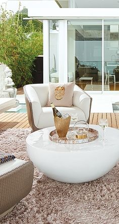 High fashion hits the terrace. With a look you might find in an impeccably designed interior, the Modena Seating Collection is the centerpiece of a stunning outdoor room.  | Porta Forma