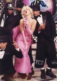 Integrantes do You Can Dance comemoram reprise do 'Planeta Xuxa' Leia Mais: http://extra.globo.com/famosos/integrantes-do-you-can-dance-comemoram-reprise-do-planeta-xuxa-lembram-bastidores-com-paquera-roda-de-samba-13852652.html