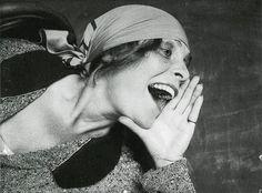 Александр Родченко /1891-1956/: Лиля Брик, 1924 | Alexander Rodchenko /1891-1956/: Lily Brik, 1924 Снимок для рекламного плаката 'Покупайте ...