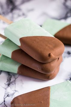 Mint Chocolate Chip Greek Yoghurt Popsicles - Deliciously creamy mint popsicles studded with chocolate chips and dipped in a milk chocolate magic shell!