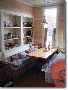 Small Homes by Ross Chapin Architects Cozy eating area off kitchen