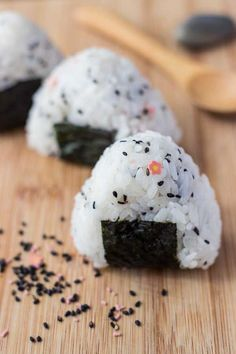 Simple Onigiri Rice Ball Snack - This FUN snack is great to make in the morning and take to work for lunch or afternoon snack. Eat by itself or dip it in some soy sauce. Vegetarian.   wandercooks.com