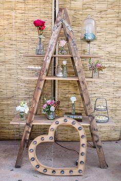Decor | Decoração | Casamento | Wedding | Wedding Decor | Decoration | Decoração de casamento | Decoração Rústica | Detalhes | Details | Inesquecível Casamento | Escada decorada com flores: