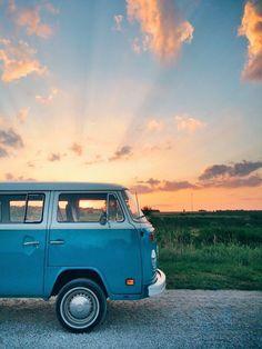 Vw Bus T2, Volkswagen Transporter, Volkswagen Bus, Vw T1, Vw Camper, Honda Shadow, Combi Hippie, Vespa, Carros Retro