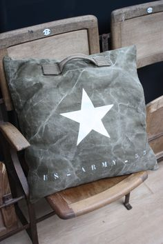 Decor | 装飾 | decoración | Arredamento | Décor | декорации | Manchester | Furnishings | Interior Design | Details | Sewing Pillows, Diy Pillows, Decorative Pillows, Throw Pillows, Army Bedroom, Diy Bags Purses, Green Theme, Twinkle Twinkle Little Star, Outdoor Cushions