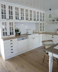 2 high elements on top of each other on worktops - Ikea Hittarp # worktops . Ikea Kitchen, Kitchen Interior, Kitchen Decor, Kitchen Design, Kitchen Cabinets, Faucet Kitchen, Kitchen Tiles, Cupboards, Beautiful Kitchens