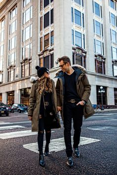 Affordable Winter Fashion Ideas For Mens That Looks Elegant Matching Couple Outfits, Matching Couples, Winter Outfits Men, Warm Outfits, Canada Goose Women, Canada Goose Jackets, Parka, Goose Clothes, Man Cold