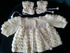 Baby wear, soft yellow special stitch, handmade by Merle, for baby or reborn dolls. Make And Sell, How To Make, How To Wear, Reborn Dolls, Baby Wearing, Beautiful Things, Stitch, Yellow, Lace