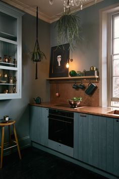 Rustic kitchen Remodel - The Latest Stunner in a Regency London Townhouse From deVOL Kitchens. Urban Rustic, Rustic Kitchen, Kitchen Decor, Big Kitchen, Kitchen Pantry, Devol Kitchens, London Townhouse, Italian Home, New Kitchen Cabinets