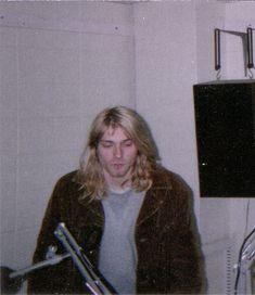 Kurt Cobain Photos, Nirvana Kurt Cobain, Donald Cobain, Heavy Metal Music, Dave Grohl, Music Bands, Boyfriends, Pretty People, Rock And Roll