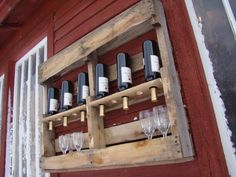 It's a pallet wine bar. Some power tool use required to make this project happen. I am amazed at all the many uses people have come up with for old pallets. Pallet Wine, Pallet Crates, Old Pallets, Wooden Pallets, Pallet Shelves, Pallet Bar, Wine Shelves, Pallet Benches, Pallet Cabinet