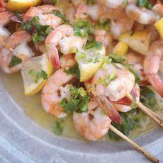 Γαρίδες με λεμόνι, σκόρδο, αρωματικά και λευκό κρασί - gourmed.gr