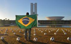 Protesto em Brasília tem bolas de futebol e cruzes pelo fim da corrupção - Brasil - iG