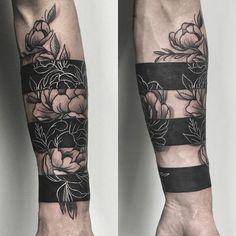 forearm tattoos toman tattoos toman sleeve shoulder tattoos toman tattoos toman classy back t Trendy Tattoos, Popular Tattoos, Tattoos For Women, Tattoos For Guys, Cool Tattoos, Forearm Band Tattoos, Body Art Tattoos, Hand Tattoos, Sleeve Tattoos