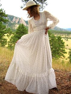 Gorgeous 1970's Cream & Floral Gunne Sax Maxi Dress