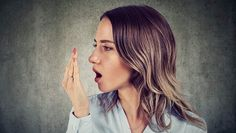 Eating garlic and a lax teeth-brushing routine aren't the only causes of bad breath. Here are 17 common causes of halitosis, and how to freshen up from each. Diabetes, Causes Of Bad Breath, Smile Care, National Kidney Foundation, Bad Breath Remedy, Troubles Digestifs, Eyes Problems, Night Sweats, Beautiful Smile