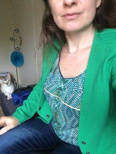 Mlm patrons : mon premier fait en jersey. Patron simple et explication claire. Le tissu Jersey ne pas pas simplifié la tâche ;)