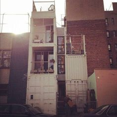q i i i d — บ้านคอนเทนเนอร์แบบแนวแคบ 3 ชั้น .. คือ ดี อ่ะ