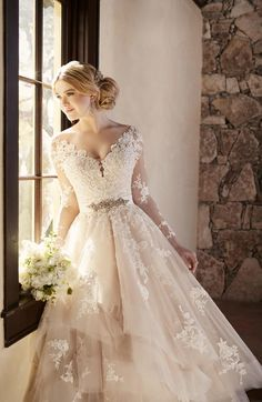 Essense of Australia Wedding Gown / Style D2186