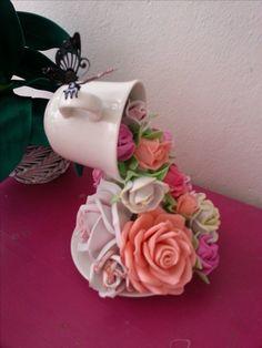 cascada de rosas de goma eva. Ariadna Cruz.