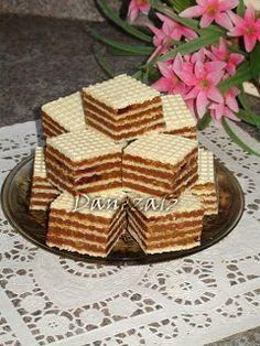 Aventuri culinare cu Daneza: Napolitane cu crema de biscuiti Romanian Desserts, Romanian Food, Great Desserts, No Bake Desserts, Sweets Recipes, Cake Recipes, Waffle Cake, Ice Cream Candy, Wafer Cookies