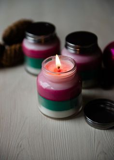 DIY: Layered Scent Holiday Candles | http://hellonatural.co/layered-scent-diy-holiday-candles/