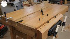 A oto i moja profesjonalna strugnica stolarska w całości wykonana z drewna bukowego z dębowymi wstawkami. Dwa duże zaciski Veritas robią naprawdę robotę :) Jest to dopiero początek tej przygody ponieważ będzie jeszcze wiele dodatków do niej.