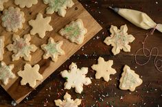 We love recipes with ingredients that are likely already in our cupboards and refrigerators! Sugar cookies are a quick and simple cookie to whip up, and really fun to decorate with the whole family. Courtesy of Manitoba Egg Farmers. Xmas Food, Christmas Cooking, Christmas Time, Old Fashioned Sugar Cookie Recipe, Baking Recipes, Cookie Recipes, Xmas Desserts, Roll Cookies, Peanut Butter Fudge