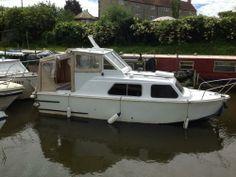 Merveilleux 22 Ft Cabin Cruiser, Motor Boat, Petrol, Two Birth In Bristol, TT419B063