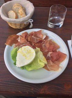Mozzarella di Bufala e Prosciutto Parma !! #food #madeinitaly #italianfood #mozzarella #parma #ham #bufala #munich #germany