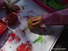 Scourer pad circle painting....an easy sensory and shape recognition activity for toddlers!