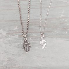 """Collares de plata HAMSA en plata envejecida y pulida.  La Mano de Fátima o Hamsa es un símbolo de protección como defensa contra el mal de ojo. Como curiosidad el término hamsa significa """"cinco""""  Os deseamos un feliz dia!   #valenciagram #valencia #ciutatvella #ciutatvellavalencia #igersvalencia #plata #joyas #hechoamano #arte #artesania #piedrasnaturales #cristales #plata925 #argento #silver #jewels #tendencias #modafemenina #newage #comprasonline #accesorios #tiendasconencanto #hamsa…"""