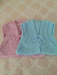 Another of those simply beautiful vests - help required to deconstruct from pictureThis post was discovered by He Baby Dress Patterns, Baby Knitting Patterns, Knitting Designs, Crochet Baby, Knit Crochet, Baby Barn, Knit Baby Dress, Baby Vest, Baby Winter