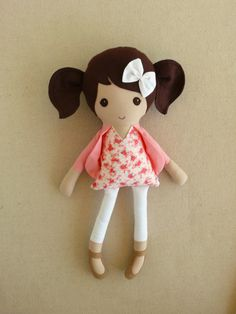 Fabric Doll Rag Doll Brown Haired Girl in Coral door rovingovine